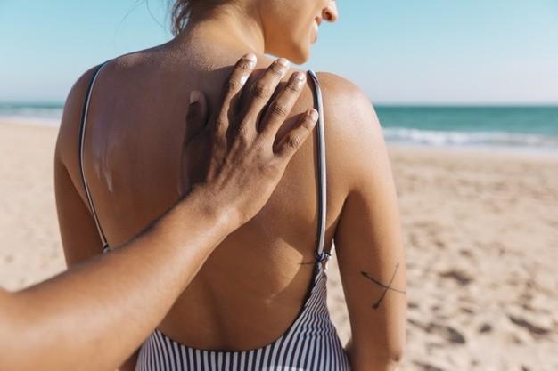 Cómo cuidar la piel para evitar manchas solares