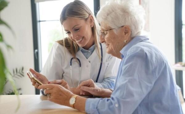 La tecnologia en las residencias de ancianos 1